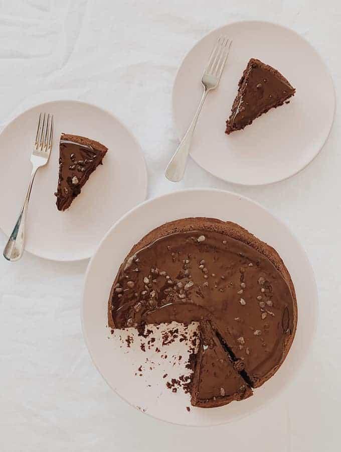 Cake Le Doris - 312 Bittersweet Chocolate Cake with Almonds, Raisins & Whiskey | Bijouxs Little Jewels